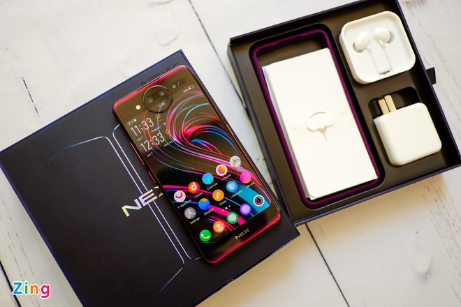 Chi tiet smartphone 2 man hinh, RAM 10 GB vua ve VN hinh anh 1