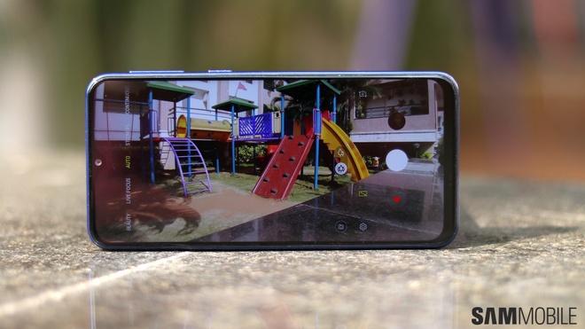 Galaxy M10 va M20 ra mat - camera kep, pin 5.000 mAh gia tu 112 USD hinh anh 2