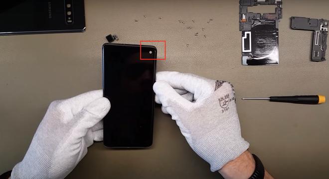 Ben trong Galaxy S10 - de thao lap, tan nhiet buong hoi hinh anh 9