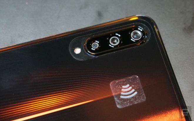 Vivo ra smartphone dung Snapdragon 855, RAM 12 GB, gia 640 USD hinh anh 4