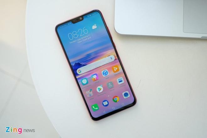 Loat smartphone tam trung man hinh lon dang chu y tai VN hinh anh 4