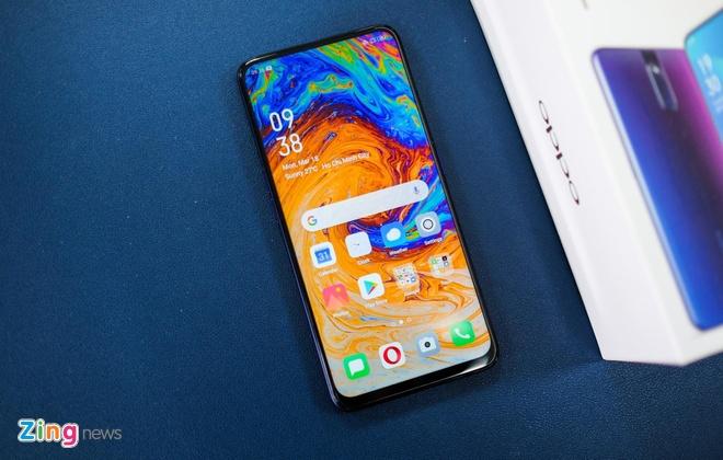 Loat smartphone tam trung man hinh lon dang chu y tai VN hinh anh 2