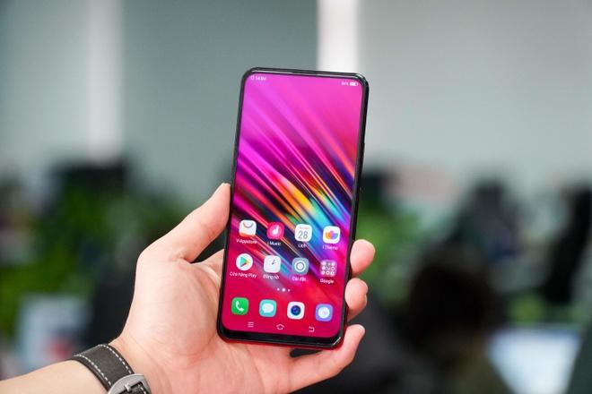 Loat smartphone tam trung man hinh lon dang chu y tai VN hinh anh 5