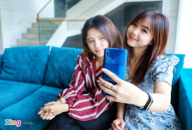 Loat smartphone duoi 10 trieu, pin khoe dang chu y hinh anh 3