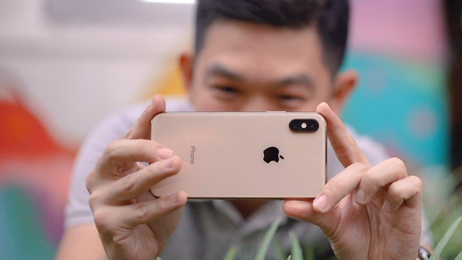 Apple bi cao buoc an cap cong nghe tren camera kep iPhone XS Max hinh anh 1