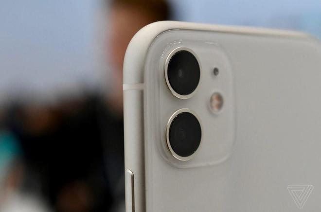 Anh thuc te iPhone 11 - gia tu 699 USD, nhieu mau, camera nang cap hinh anh 2