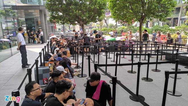 Nguoi Viet xep hang truoc 30 tieng o Singapore cho mua iPhone 11 hinh anh 11