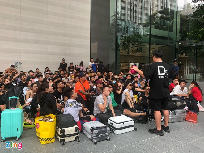 Nguoi Viet xep hang truoc 30 tieng o Singapore cho mua iPhone 11 hinh anh 4