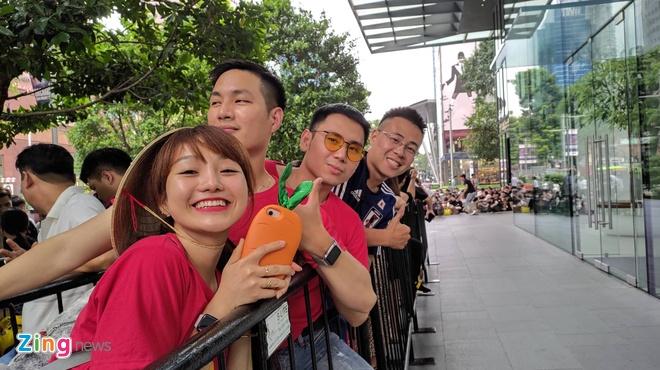 Nguoi Viet xep hang truoc 30 tieng o Singapore cho mua iPhone 11 hinh anh 7