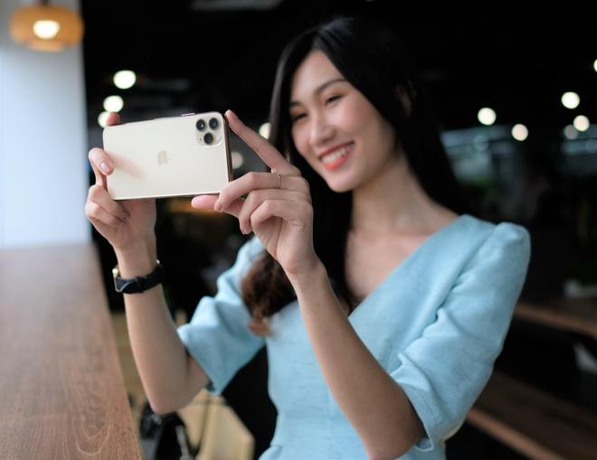 iPhone 11 Pro Max vua kich hoat som o VN, camera tien bo ro ret hinh anh
