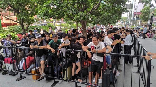 Nguoi Viet xep hang truoc 30 tieng o Singapore cho mua iPhone 11 hinh anh 10