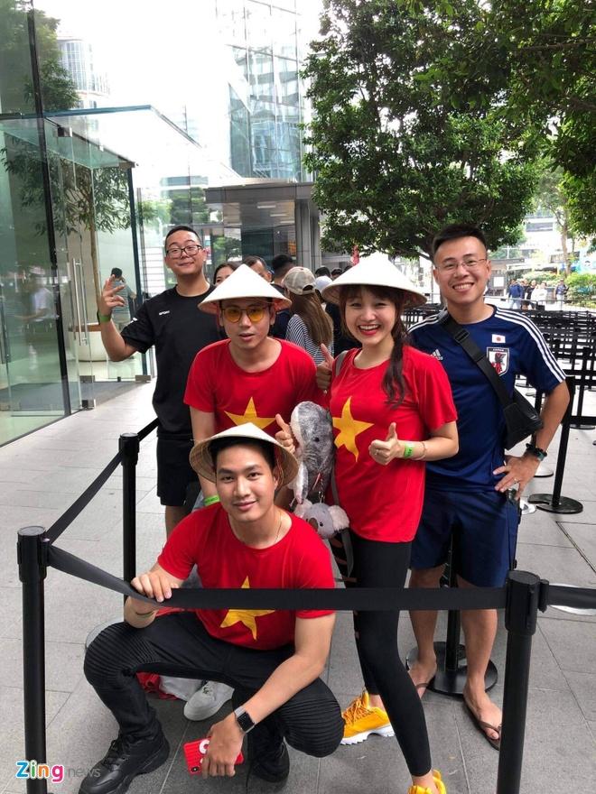 Nguoi Viet xep hang truoc 30 tieng o Singapore cho mua iPhone 11 hinh anh 8