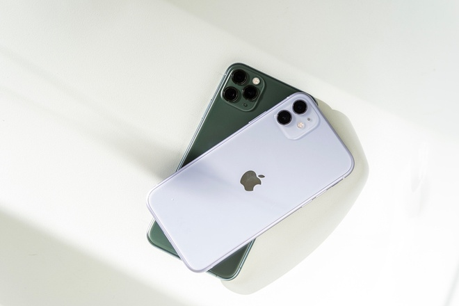 iPhone 11 loan nhung khong bi het gia trong ngay dau ve Viet Nam hinh anh 2
