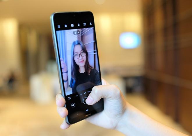 Trai nghiem Nokia 7.2 - vien man hinh day, nang cap ve camera hinh anh