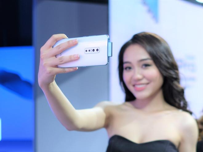 Danh gia nhanh Vivo V17 Pro - smartphone dau tien co camera kep truot hinh anh