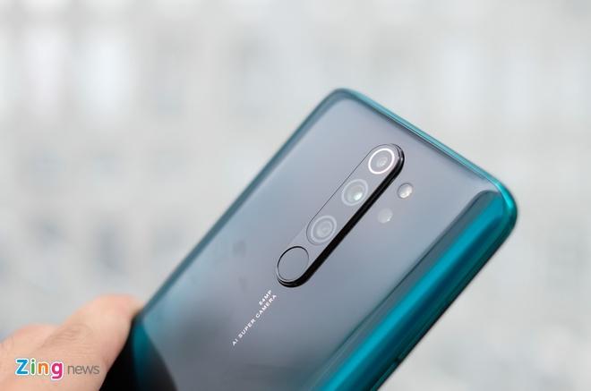 Redmi Note 8 Pro về thị trường Việt Nam vào đầu tháng 10, giá 6 triệu đồng. Mặt lưng của máy chứa hệ thống 4 camera bao gồm ống kính chính 64 MP, ống kính góc siêu rộng 8 MP, ống kính 2 MP hỗ trợ chụp ảnh macro và ống kính 2 MP còn lại cho phép đo độ sâu trường ảnh.