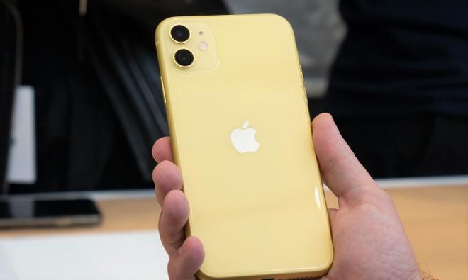 iPhone 11 xach tay tiep tuc giam gia tai Viet Nam hinh anh 2 iphone-11-yellow-1.jpg