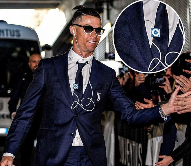 Ronaldo dang song o nam 2005 vi dung iPod doi cu hinh anh 1 81486196_2479109702358417_1168220075035983872_n.jpg