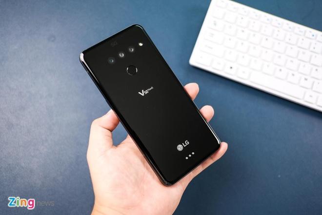 Loat smartphone cao cap gia duoi 10 trieu, dang chu y dip Tet hinh anh 8 LG_V50_zing_1_4_1.jpg