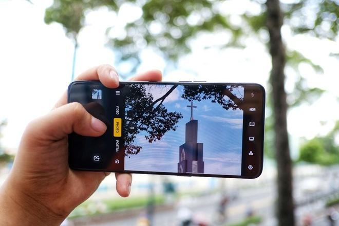 iPhone X va loat smartphone cao cap qua su dung gia duoi 10 trieu hinh anh 9 image013_1.jpg
