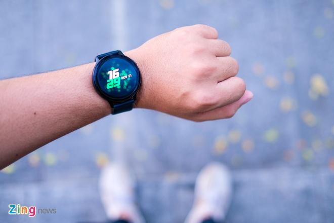 Galaxy Watch Active 2 ban eSIM tai Viet Nam, anh 1