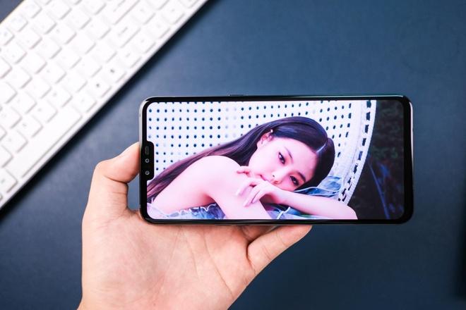 Loat smartphone xach tay giam nua gia sau mot nam ve Viet Nam hinh anh 3 LG_V50.jpg