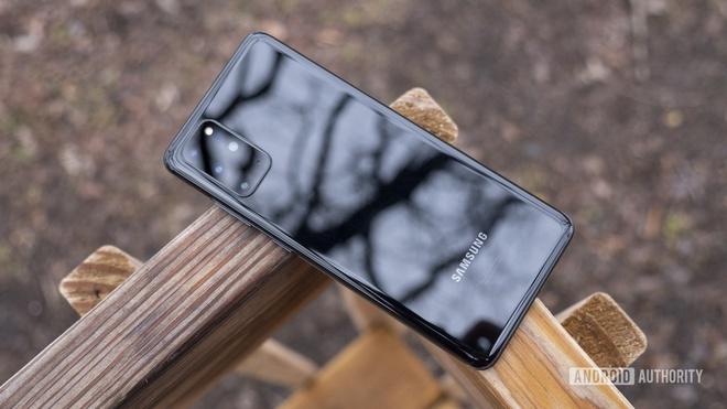 Nhung mau smartphone chinh hang dang mua anh 3