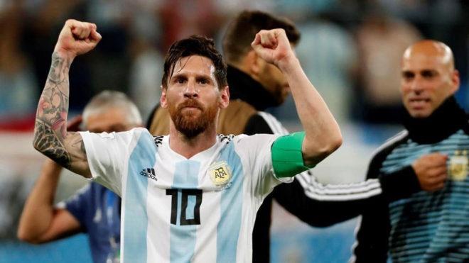 Messi cam on Chua vi cuu Argentina khoi nguy co bi loai hinh anh 1