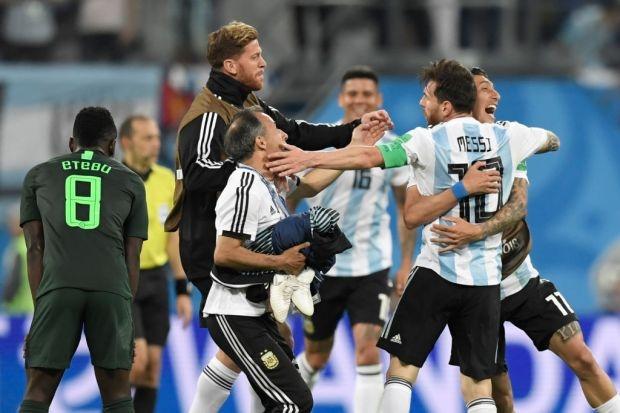 Khoanh khac Messi 'dan do' dong doi da cuu Argentina hinh anh 2