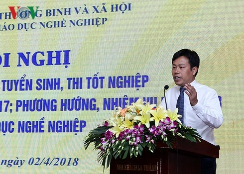 Truong nghe co dam cam ket tra lai hoc phi neu ra truong that nghiep? hinh anh