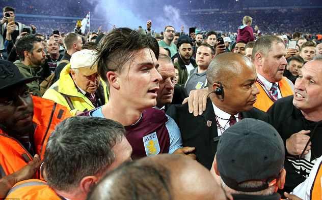 Terry cung Aston Villa vao chung ket, hang nghin CDV xuong san an mung hinh anh 8