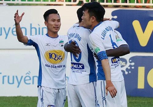 CLB Can Tho 2-2 HAGL: Cong Phuong sut 11 m ghi ban hinh anh