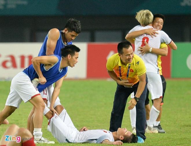 Quang Hai, Duy Manh do guc sau chien thang cua Olympic Viet Nam hinh anh