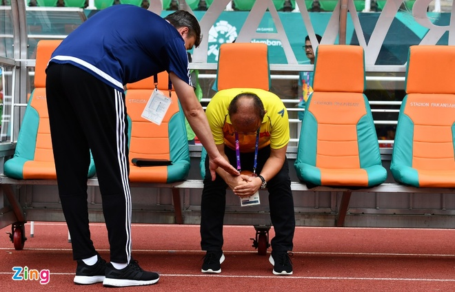 HLV Mai Duc Chung: 'That bai de Olympic Viet Nam phan dau hon' hinh anh