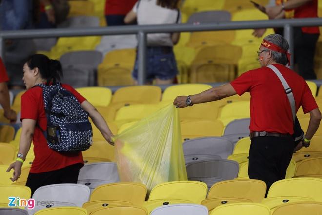 CDV Viet Nam don rac o san Bukit Jalil sau chung ket luot di AFF Cup hinh anh 3