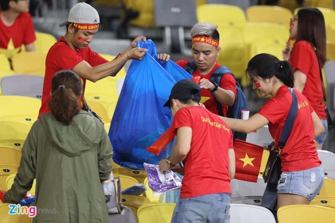 CDV Viet Nam don rac o san Bukit Jalil sau chung ket luot di AFF Cup hinh anh 4