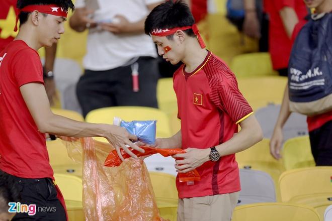 CDV Viet Nam don rac o san Bukit Jalil sau chung ket luot di AFF Cup hinh anh 2