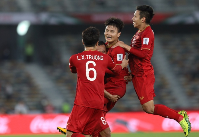 BLV Anh Ngoc: 'HLV Park Hang-seo qua bi dong' hinh anh