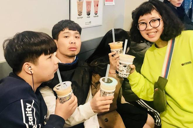 Cong Phuong gay cuoi khi uong tra sua tai Han Quoc hinh anh
