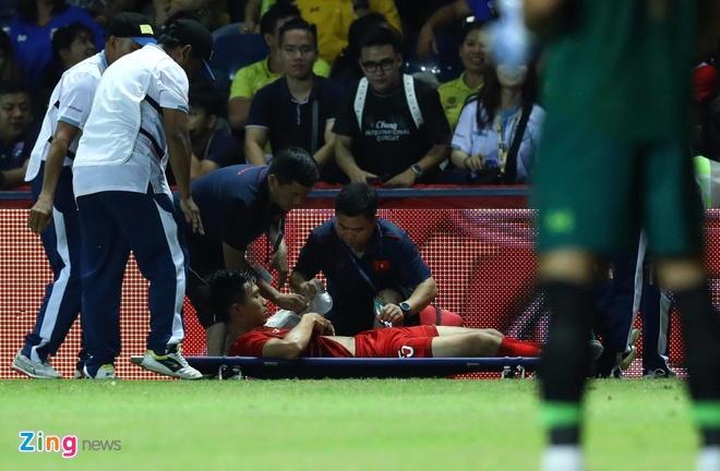 'Ít nhất 2 cầu thủ Thái Lan xứng đáng nhận thẻ đỏ'