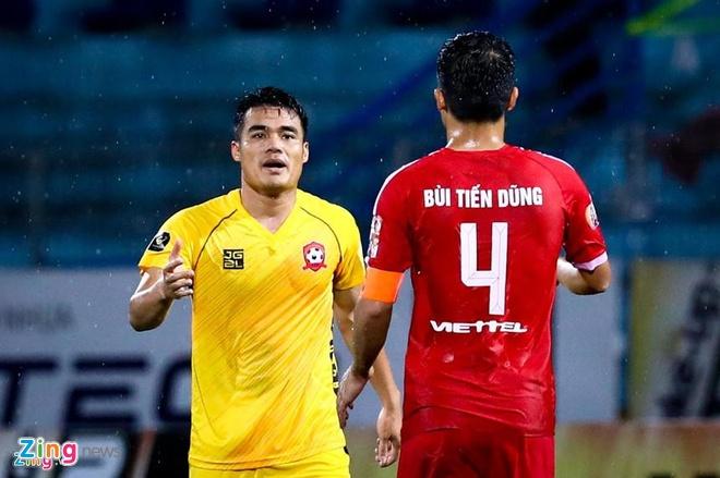 Cho doi 'bom tan' Van Hau giua ky chuyen nhuong V.League anh 2