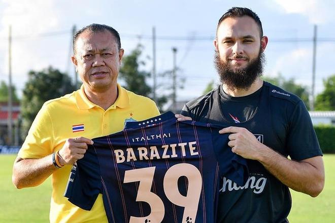 Buriram United ky hop dong voi cuu cau thu Arsenal anh 1