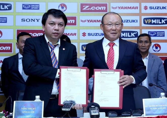VFF tu tin du tien tra luong cho HLV Park Hang-seo hinh anh 1