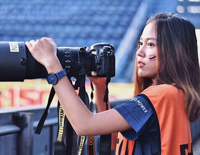 Nữ phóng viên Sureeporn đặt niềm tin vào HLV Nishino. Ảnh: NVCC.