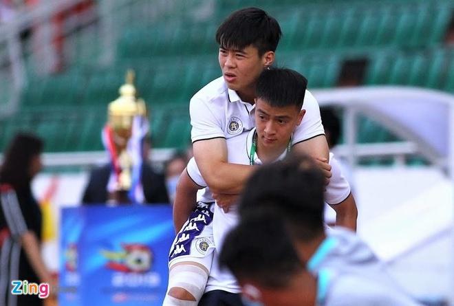 Tuyen thu U23 Viet Nam co giup CLB Ha Noi giai bai toan khung hoang? anh 1