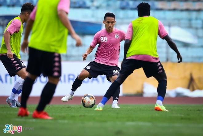 Hùng Dũng tập luyện trở lại ngay sau khi nhận danh hiệu Quả bóng vàng Việt Nam 2019. Anh cho biết giờ là lúc tập trung cho những mục tiêu trong năm 2020.