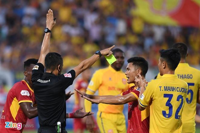 VFF chan chinh cong tac trong tai tu truoc vong 8 tai V.League 2020 anh 1