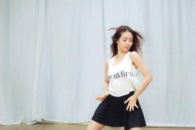 Hot girl Thai Lan xinh xan, nhay dep hinh anh 1 Theo Gamme, tên đầy đủ của hotgirl Thái Lan là Lita Rinrapat Phaisanpremsakhun, Cô nổi tiếng với những clip nhảy cover nhạc Hàn trên đường phố. Fan hâm mộ biết tới cô với cái tên ngắn gọn – Lita. Ảnh: Facebook NV.