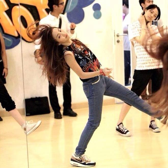 """Hot girl Thai Lan xinh xan, nhay dep hinh anh 5 Chỉ là vũ công """"đường phố"""" nhưng Lita từng giành nhiều giải thưởng lớn trong các cuộc thi nhảy: Giải Nhất Ovaltine Dancing Contest 2006, 2007, 2008; Vô địch nhảy Queen Symbol Terdtai lần thứ 72 (2004); Giải Nhất YoYo Land Singing and Dancing 2004, Giải Nhất B-Boy and B-Girl 2009, 2010… Ảnh: Facebook NV."""