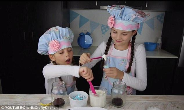 Clip Huong dan lam kem que phong cach phim Frozen (Charli's Crafty Kitchen) hinh anh